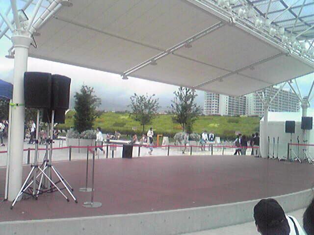 阪急西宮ガーデンにて…。